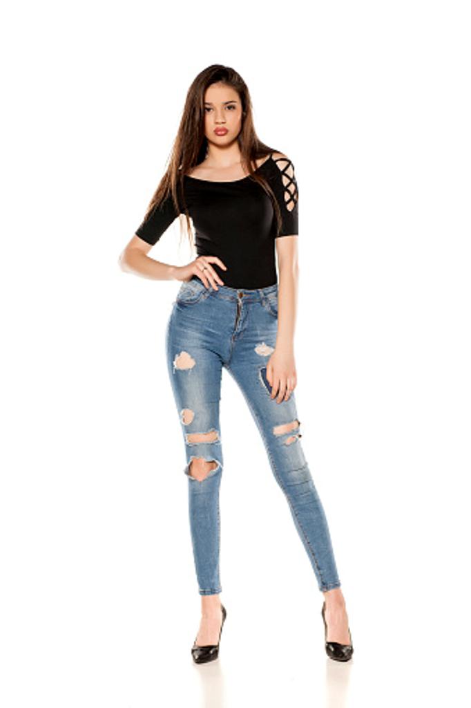 la mode du jean troué.
